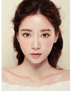 Nicolas Cage On Asian Makeup Looks Korean Makeup Look Asian Makeup Looks, Korean Makeup Look, Korean Makeup Tips, Korean Makeup Tutorials, Korean Natural Makeup, Korean Make Up Natural, Natural Beauty, Natural Face, Eye Makeup Glitter