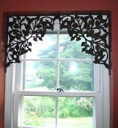 Use parênteses para decorar uma janela que doesn & # 39; t precisa ser coberto com cortinas.