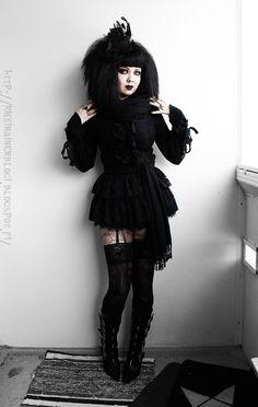 http://rikkinainenblogi.blogspot.fi/2016/02/yarrrrr-matey-whats-in-my-bag-makeup-bag.html