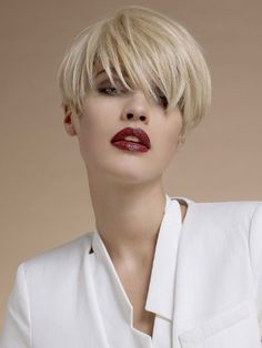 Trendy short blonde hairstyles