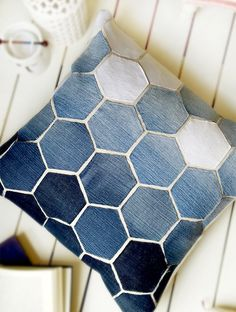 Sewing Pillows Jean Hexagon Pillow - don't throw away those old jeans! You can make this awesome Pillow using them. - Jean Hexagon Pillow - don't throw away those old jeans! You can make this awesome Pillow using them. Sewing Hacks, Sewing Tutorials, Sewing Patterns, Bag Patterns, Fabric Crafts, Sewing Crafts, Fleece Crafts, Scrap Fabric, Denim Ideas