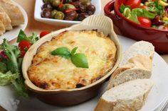 Pour ces lasagnes : faites revenir de l'oignon émincé dans un peu d'huile, ajoutez la viande hachée ... - 750 grammes