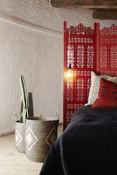 130e2b82d73c Rattan and seagrass baskets by Madam Stoltz for laundry or storage. Love!  Sängspridningar,