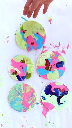 Learn how to make colorful suncatchers from leftover homemade slime. These look beautiful displayed on a window! Creative Activities For Kids, Fun Crafts For Kids, Creative Kids, Kid Crafts, Slime For Kids, Science For Kids, Epic Kids, Curious Kids, Homemade Slime