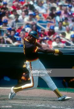 Dave Winfield the San Diego Padres bats against the New York Mets during an Major League Baseball game circa 1977 at Shea Stadium in the Queens. Shea Stadium, San Diego Padres, Baseball Games, National League, New York Mets, Major League, Bats, All About Time, Queens