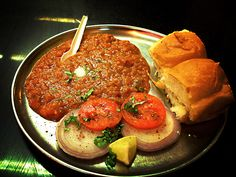 23 Things You Should Absolutely Eat When You're In Mumbai Veg Recipes, Indian Food Recipes, Vegetarian Recipes, Ethnic Recipes, Vada Pav Recipe, Bhaji Recipe, Pav Bhaji Masala, Vegetable Curry, Indian Street Food