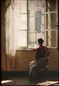 """T: Ludo Vanden Haute, """"Fenêtre"""" -Autochrome, Belgium Vintage Photographs, Vintage Images, Belle Epoque, Portraits Victoriens, Foto Face, Subtractive Color, Window Art, Window View, Open Window"""