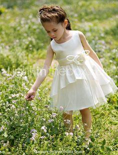 vestido de la muchacha del vestido bateau una línea de la rodilla-longitud del tutú del satén / de la flor con flor - EUR € 36.35