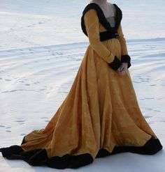A stunning Burgundian 15th century gown - love this