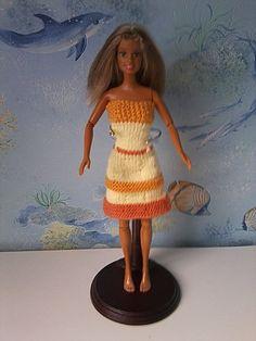 Bonjour à toutes, Sur cette article vous pourrez découvrir les réalisations faites par les copinautes, d'après mon modèle de robe d'été n°13: Ici. Les dernières reçues seront les premières de l'article. Voici la réalisation de Manou, reçue le 30 juin... Chrochet, Shoulder Dress, Couture, Summer Dresses, Knitting, Blog, Clothes, Fashion, Barbie Knitting Patterns