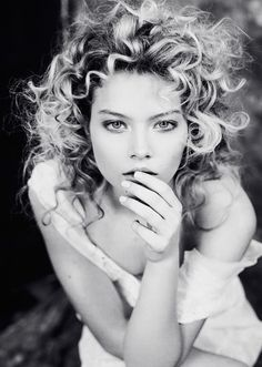 model: Brunelle @Folio montreal photograph: Dariane sanche @DSsanchez Makeup/hairstyle: Marika d'Auteuil   Follow me on Facebook: https://www.facebook.com/DS-sanchez-156493197717518/?ref=aymt_homepage_panel  Visit my website: www.dssanchez.com