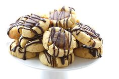 Delicious grain-free, sugar-free shortbread with caramel and chocolate.