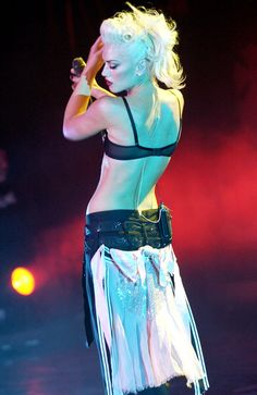 Gwen Stefani, I still think she invented the gypsy rocker chic pin up look. Who else has mashed it all into one before her? Gwen Stefani No Doubt, Gwen Stefani Style, Gwen And Blake, Hollaback Girl, Blond, Coaching, Rockn Roll, Fashion Designer, I Love Music