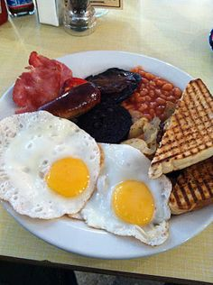 Christmas morning tradition - English fry up! Great Breakfast Ideas, Breakfast Items, Breakfast Club, Best Breakfast, Crazy Food, Weird Food, English Recipes, English Food, Tasty