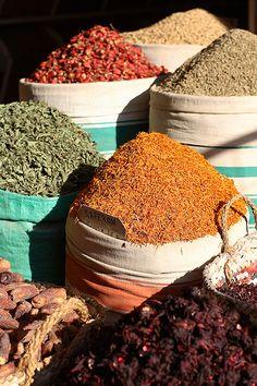 Egyptian spice market, Sharia as-Souq, Aswan, Egypt | Photo: Dietmar Temps