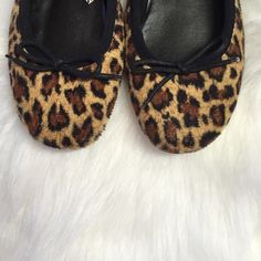 Flats ⭐️Giraffe print flats in good condition⭐️Comes in original box⭐️No TradesNo PayPal Xhilaration Shoes Flats & Loafers