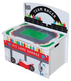 MiPetiteLife.es - Baúl de Juguetes Carrera Formula 1 de Kidsaw. Un baúl para juguetes que también funciona como una mesa de juego. Además, está decorado totalmente con una típica carrera de fórmula 1. También puede convertirse en un banco, perfecto para descansar después de un día de carreras. Diseñada de forma que no es necesario ningún pegamento, tornillo o fijaciones mecánicas. Simplemente se ensambla con ranuras como un rompecabezas. Dimensiones: H.60 x x W.60 D.39cm. www.MiPetiteLife.es