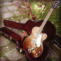 My 1963's Gretsch Tennessean, back from a complete restoration at Atelier d'Alexandre, Orsay , France. An old dusty guitar turned into a pure jewel.
