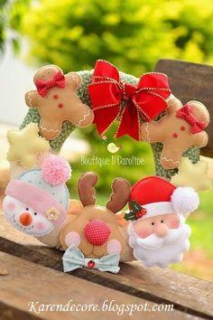 Atelier - Boutique D' Caroline - Christmas wreath Christmas Makes, Noel Christmas, All Things Christmas, Handmade Christmas, Felt Christmas Ornaments, Christmas Wreaths, Christmas Projects, Felt Crafts, Christmas Crafts