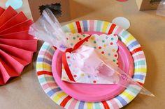 scallop window kraft favor boxes, cupcake party ideas, cupcake decorating