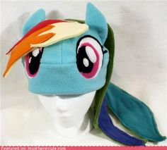 Cute meets cosplay. I approve. Dashie Hat