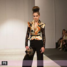 """Belarus Fashion Week - Sati Bibò """"Interchangeable Style"""" wrist clutch """"Wearable sculptures"""" by artist Corrado Tommasini  Photographe mode Cannes - Belarus FW"""