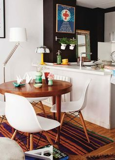 Small Dining Room Remodel Design Ideas On A Budget - home design Round Dinning Room Table, Small Dining Area, Dining Room Design, Kitchen Dining, Kitchen Decor, Petite Kitchenette, Interior Decorating Tips, Decorating Ideas, Interior Design