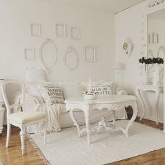 Shabby and Charming: in Sweden, shabby chic style at Maria
