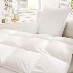 Irisette Premium Daunen Sommerbettdecke Helena. Gefüllt mit hochwertigen natürlichen Gänsedaunen und -federn sorgt die Bettdecke für ein optimales Schlafklima. www.bettwaren-shop.de