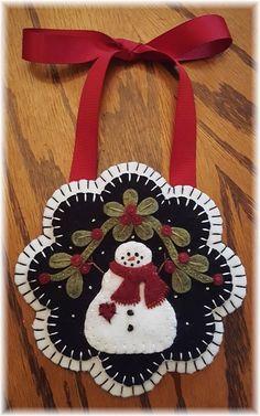 Best Sewing Projects Winter Felt Ornaments Ideas - Home & DIY Felt Christmas Decorations, Christmas Ornaments To Make, Christmas Sewing, Handmade Christmas, Holiday Crafts, Christmas Felt Crafts, Christmas Figurines, Christmas Nativity, Motifs Applique Laine
