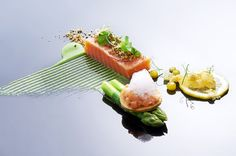 Scottish salmon n lemon / No chef ^ _ ^ unknow! Salmon Starter, Scottish Salmon, Michelin Star Food, Fancy Dishes, Modernist Cuisine, Plate Presentation, Work Meals, Sashimi, Creative Food