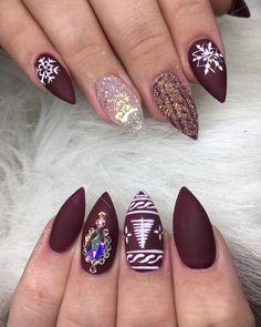 Recreated nails by @helennails_yeg #winternails #sweaternails #christmasnails