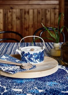 NEW IN: Mynsteri by Marimekko, a sky blue pointillist style pattern inspired by lace patterns and flowers. Scandinavian Cabin, Scandinavian Design, Marimekko, Danish Word For Cozy, Blue Dinnerware Sets, Ceramic Tableware, Kitchen Layout, Interior And Exterior, Interior Design