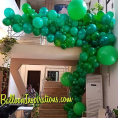 This #organic #balloonwall morphed into an organic #balloongarland and snaked behind the airconditio unit ending at the foot of the stairs... #kidsparty #balloondecorations #balloons #jungle #onceuponatime #eventplanner  #eventstyling #ballooninspirations Have a good Friday yall