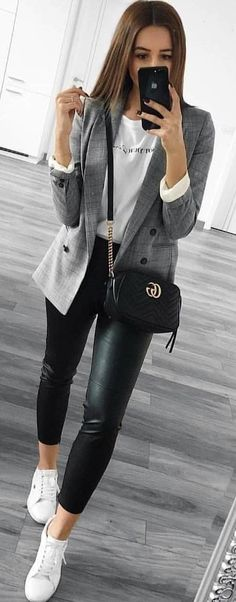 #spring #outfits woman in gray coat, white crew-neck shirt, and black leggings taking selfie. Pic by @milano_streetstyle