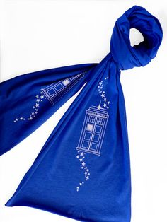 now all i need to do is find some nice soft fabric the perfect shade of TARDIS blue, make a stencil of the TARDIS and stars, stencil it on with a little fabric paint and voila! perfect scarf!