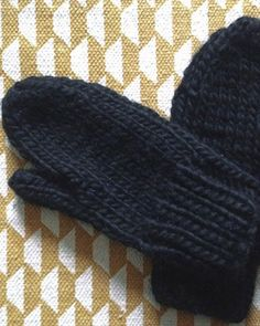Moufles pour homme Marie Claire, Knitting Projects, Fingerless Gloves, Arm Warmers, Blog, Handmade, Diy, Fashion, How To Knit Mittens