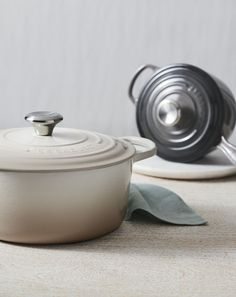 Le Creuset cast iron's exceptional heat retention helps build flavor, keep food moist and tender, and keep dishes warm until ready to serve - making it an essential for master chefs and home cooks alike.