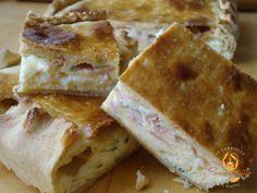 Per gli amanti del gusto rustico, ecco una friabile focaccia dal ripieno soffice e cremoso. Il punto di forza di questa torta salata è la sua sfoglia di pasta brisè croccante, resa tale dall'aggiunta delle uova nell'impasto. INGREDIENTI PASTA BRISE' Farina g 335 Margarina g 135 Sale un pizzico Uova 2 RIPIENO Mortadella g 50 …