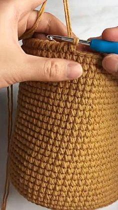 Beginner Crochet Tutorial, Crochet Flower Tutorial, Crochet Bag Tutorials, Sewing Tutorials, Hand Knitting, Knitting Patterns, Crochet Patterns, Purse Patterns, Sewing Patterns