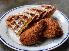 NYでは今「フライドチキン」が流行! ヘルシー志向をも夢中にさせる、味わい多彩なフライドチキンが魅力 Waffles, Dressing, Breakfast, Food, Morning Coffee, Essen, Waffle, Meals, Yemek