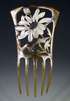 1905 painted horn with daisy design comb. Signed GIP, alias Georges Pierre, who was a French artist of the Art Nouveau period.