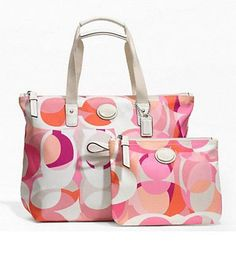 NWT- Coach Getaway Kaleidescope Packable Tote F77389. Starting at $60 on Tophatter.com!