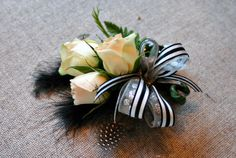 me and jilly: diy wrist corsage Boutonnieres, Prom Corsage And Boutonniere, Corsage Wedding, Wedding Bouquets, Diy Corsages, Homecoming Flowers, Prom Flowers, Kanzashi Flowers, Wedding Flowers