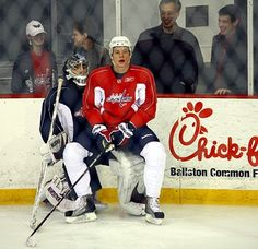 Semin and Holtby! @Jan Fehlis Morin // is Semin using Holts as a chair?