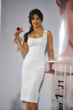 Priyanka Chopra Jonas Best Looks of All Time priyankachopra celebrityfashion priyankachoprajonas fashionactivation fashionnews 684195368372565174 Bollywood Girls, Indian Bollywood, Bollywood Fashion, Fashion Line, Fashion News, Fashion Outfits, Priyanka Chopra Hot, Beautiful Bollywood Actress, Indian Celebrities