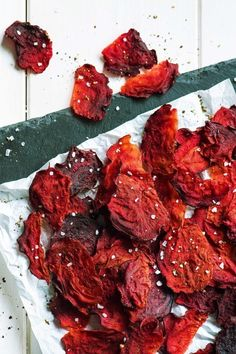how to cook beets-recipes-roasted-beet-chips-HelloFresh Great Vegan Recipes, Beet Recipes, Egg Free Recipes, Cooking Recipes, Healthy Recipes, Easy Homemade Snacks, Easy Snacks, Healthy Snacks, Beet Chips