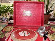 1951 portable Peter Pan record player
