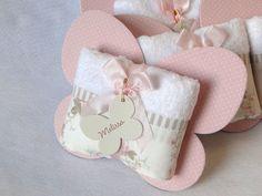 Lembrancinha Toalhinha De Mãos Borboleta Ramadan Gifts, Baby Favors, Birthday Bag, Bridal Shower Gifts, Baby Cards, Party Gifts, Gift Baskets, Baby Love, Wedding Favors