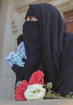 Arab Girls Hijab, Muslim Girls, Muslim Couples, Beautiful Muslim Women, Beautiful Hijab, Hijabi Girl, Girl Hijab, Niqab Fashion, Muslim Fashion